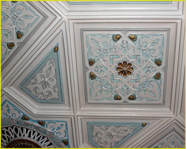 Лепной потолок в малой синагоге