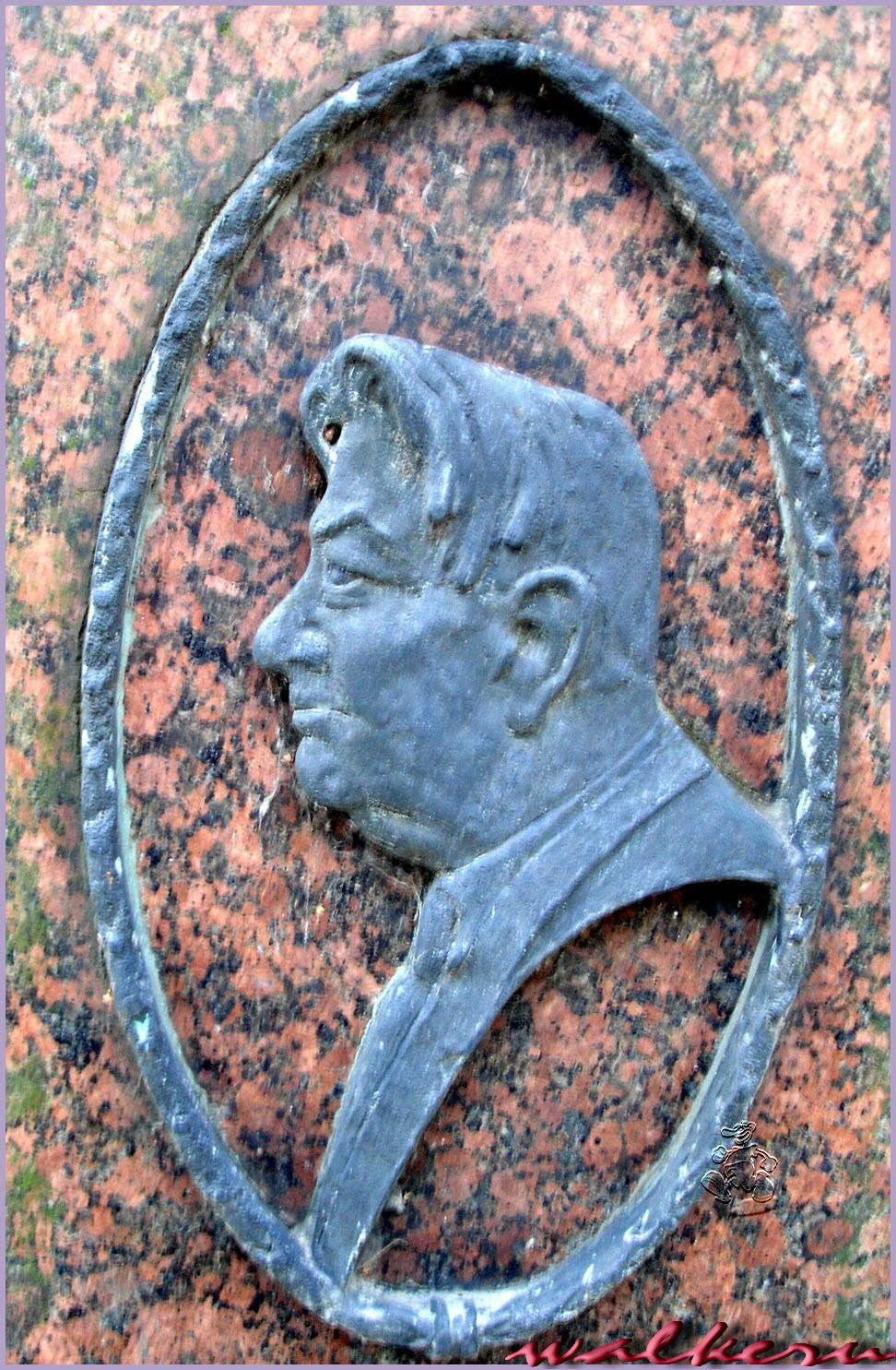 Могила Исакова П.И. на Большеохтинском кладбище
