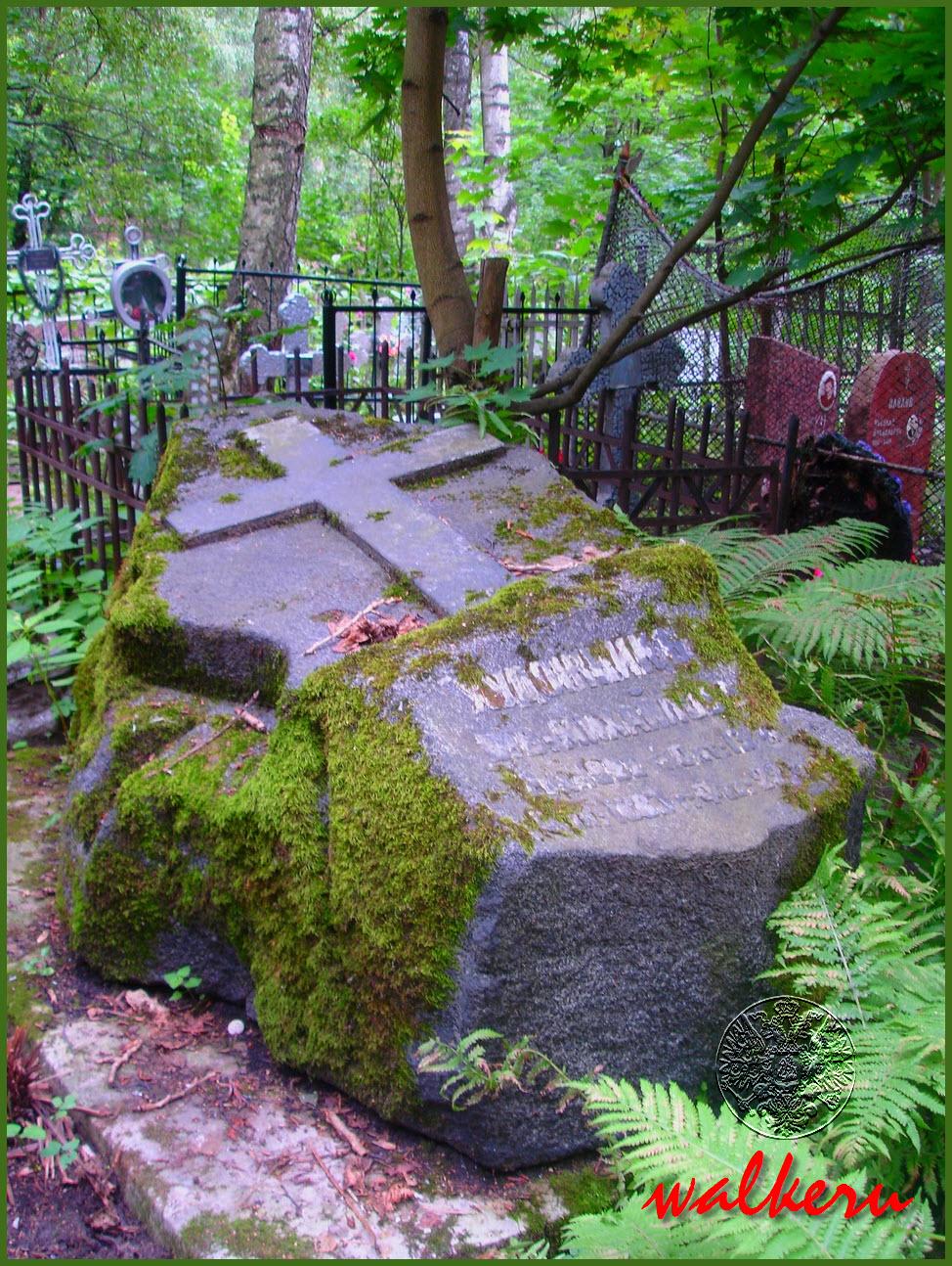 Могила Михайлова В.В. на Большеохтинском кладбище