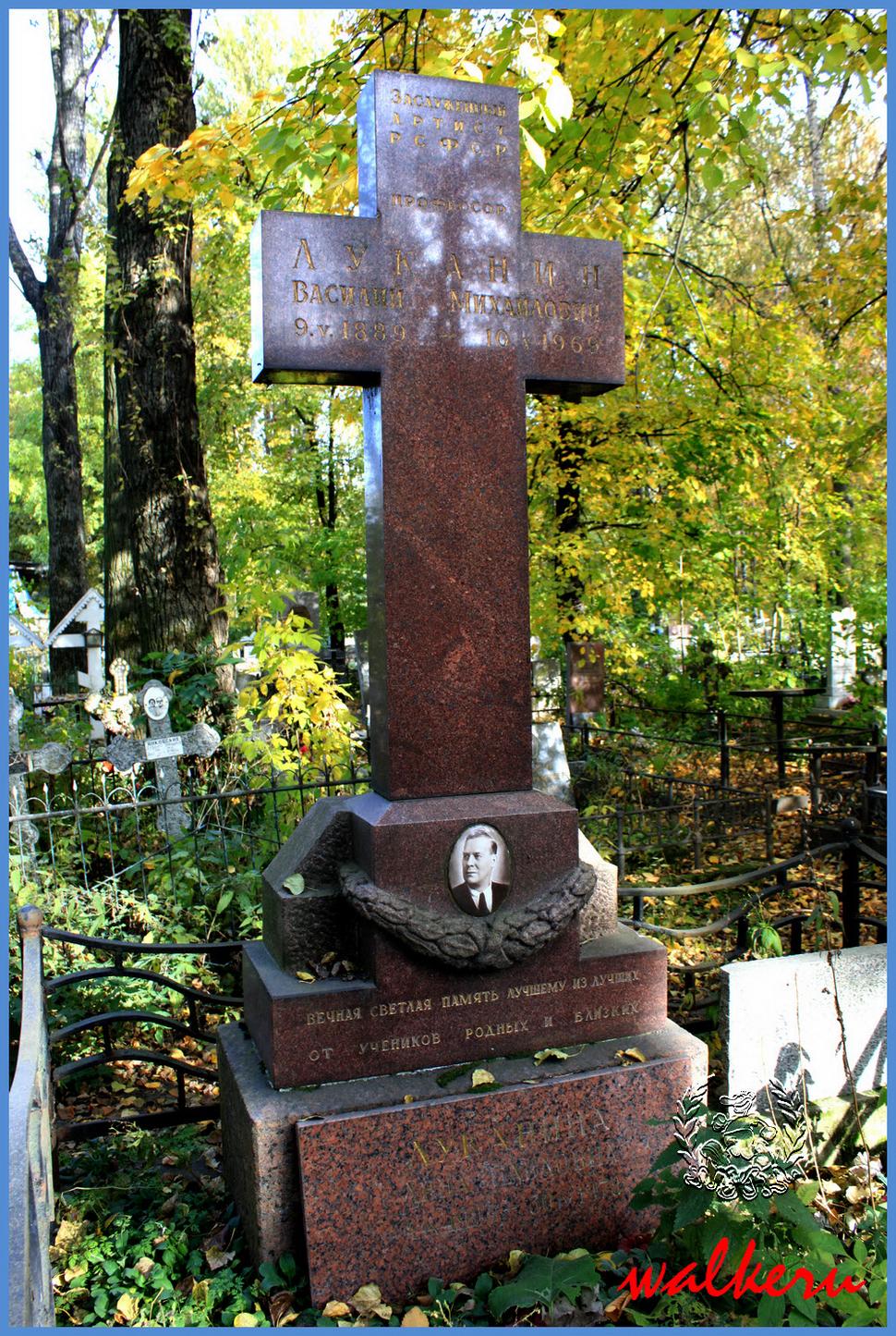 Могила Луканина В.М. на Ново-Волковском кладбище